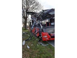 Almanya'da otobüs kazası: 2'si ağır 20 öğrenci yaralandı