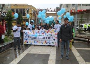 Silopi'de otizmliler için gökyüzüne mavi balon uçuruldu