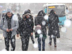 Erzurum'a Nisan ayında kar yağdı