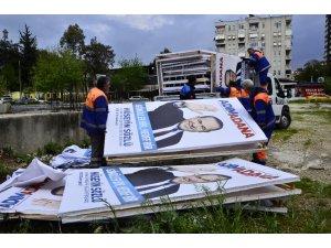 Hüseyin Sözlü'nün seçim afişleri toplandı