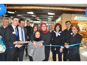 Otizmli öğrencilerin yaptığı Ağaç Tablo ve Objeler sergisi Esas67 Burda AVM'de açıldı