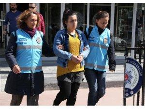 Samsun'da 1 kişiyi öldürüp 1 kişiye yaralayan kadına 30 yıl 3 ay hapis