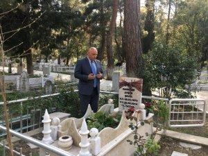 Seçildikten sonra ilk işi eşinin mezarını gidip dua okumak oldu