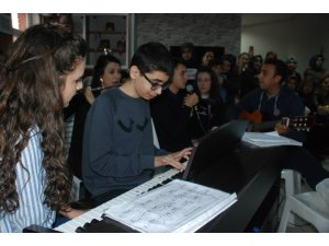 Otizmli öğrenci piyano ile engelleri aştı