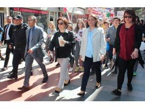 Alaşehir'de otizme dikkat çekmek için yürüdüler
