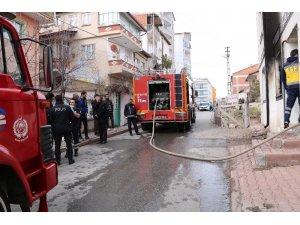 İkamet yangınında dört kişi hastanelik oldu