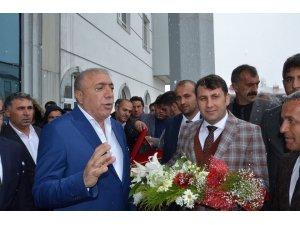 Çat Belediye Başkanı Melik Yaşar, göreve başladı