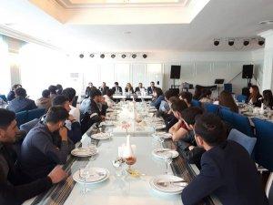 Azerbaycan Diaspora Başkanı Gürcistan'da öğrencilerle bir araya geldi