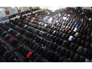 Elazığ'da Miraç Kandili'nde camiler doldu