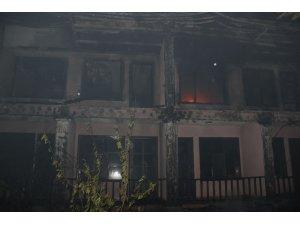 Çanakkale'de otel yangını