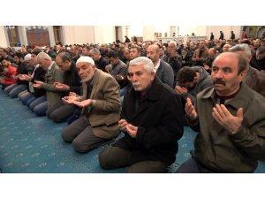Kırıkkaleliler Miraç Kandili'nde camilere akın etti