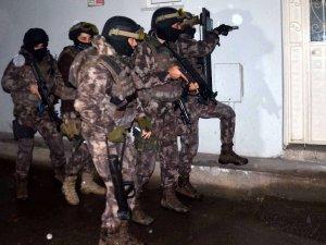 Bursa'da FETÖ operasyonu: 1'i mahrem imam 24 kişi gözaltında