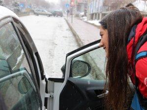 Üniversiteli genç kız, otostopla 75 il gezdi