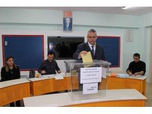 Erzincan'da eşit oy alan 19 Köy ve Mahalle Muhtarı kura ile belirlendi