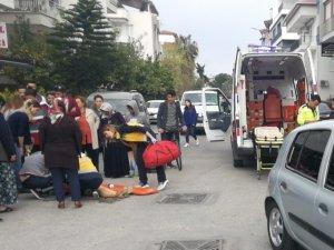 Manavgat'ta otomobil yayalara çarptı: 2 yaralı