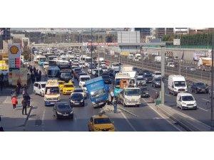 Yenibosna'da E-5'i kilitleyen kaza