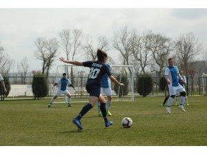 Uluslararası Polis Futbol Turnuvası'nda heyecan sürüyor