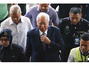 Eski Malezya Başbakanı Rezak'ın duruşması bugün başlıyor