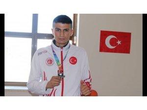 İnönü Üniversitesi kick boksta Türkiye ikincisi oldu