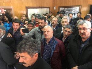 Sarıkamış yeni Belediye Başkanı Harun Hayali mazbatasını aldı