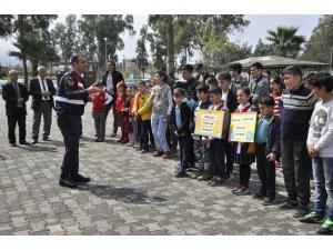 Jandarmadan öğrencilere simülasyonlu trafik eğitimi