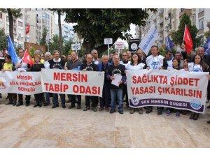 Mersin'de aile hekimleri bir günlük iş bırakma eylemi yaptı
