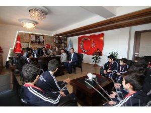 Şampiyon halk oyunları ekibinden İl Milli Eğitim Müdürlüğü'ne ziyaret
