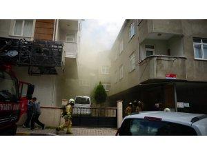 Pendik'te binanın çatısında yangın: 1 kişi yaralandı