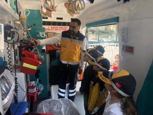 Minik öğrenciler ambulansı inceledi