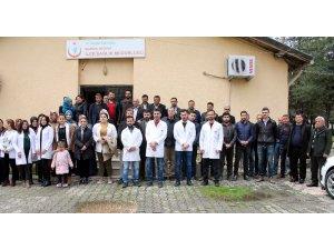 Midyat'ta aile hekimleri, İzmir'deki şiddeti protesto etti