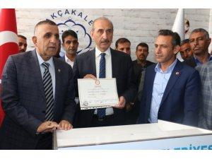Akçakale Belediye Başkanı Mehmet Yalçınkaya mazbatasını aldı