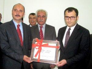 Araban Belediyesinin Yeni Başkanı Hasan Doğru mazbatasını aldı