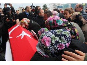 Öğrencisi tarafından öldürülen müdür yardımcısı için on binlerce kişi yürüdü
