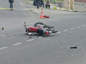 Niğde'de otomobil ile motosiklet çarpıştı: 1 ölü, 2 yaralı