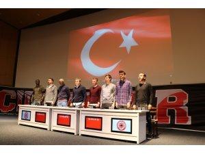 Sivassporlu futbolcular öğrencilerle buluştu