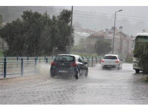 Marmaris'te Nisan yağmuru
