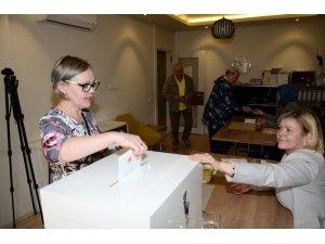 Alanya'da Finlandiyalı seçmenler sandık başına gitti