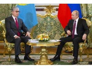 Kazakistan'ın yeni Cumhurbaşkanı Tokayev, Putin'le görüştü