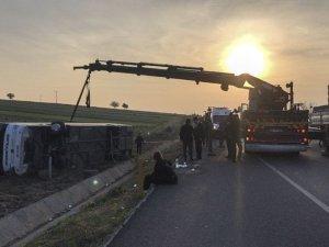 Denizli'de otobüs kazası: 2 ölü, 20'ye yakın yaralı