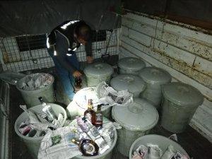 Kayseri'de çöp kovalarının içerisine saklanmış 463 şişe kaçak içki ele geçirildi
