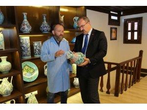 Vali'den çini sanatçıları İsmail Yiğit ve Muzaffer Çelik'e ziyaret