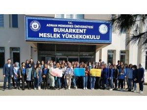 Buharkent üniversiteliler otizme dikkat çekti