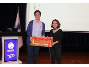 SAÜ'de, 'Görsel ve yazılı medyada gıdalar hakkında bilgi kirliliği' adlı konferans düzenlendi