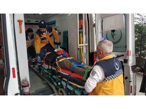 Motosikletli kurye kazada ağır yaralandı