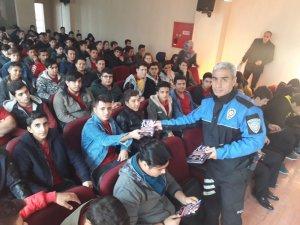 Öğrenciler 'güvenli internet' konusunda bilgilendirildi