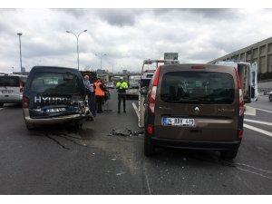 TEM'de zincirleme kazada trafik durma noktasına geldi