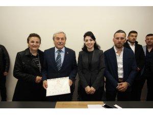 Bağımsız Belediye Başkanı Şahin mazbatasını aldı