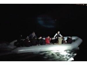 Kuşadası'nda 11'i çocuk 34 kaçak göçmen yakalandı