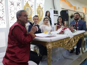 Başkan Alim Işık ilk resmi nikahını kıydı