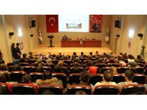 DPÜ'de 'Fransa'daki Sarı Yelekliler Hareketinin Etkileri' konulu konferans